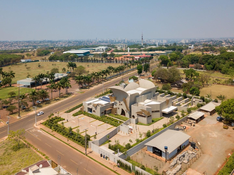 Novo crematório em Campo Grande chama atenção nas redes sociais com arquitetura fora do convencional (Foto:  )