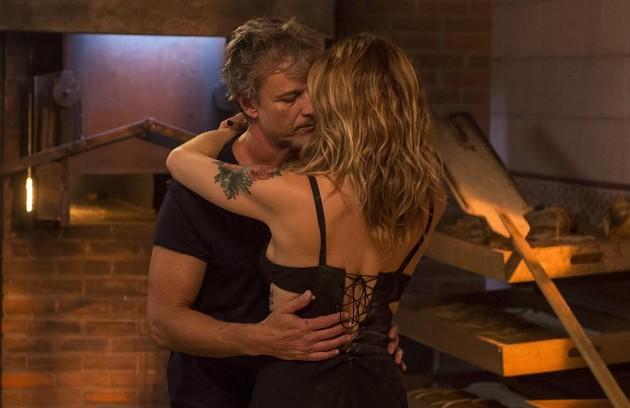 Letícia Spiller e Marcello Novaes, que já foram um casal na vida real, agoram namoram na ficção. Eles são Vitório e Lenita em 'Sol nascente' (Foto: João Cotta/ TV Globo)