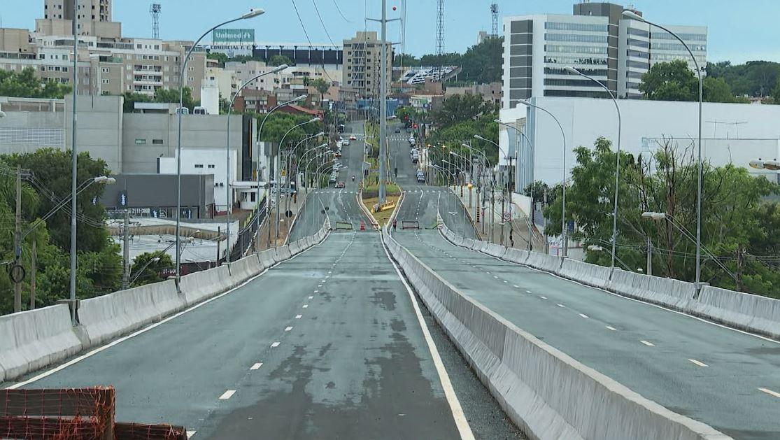 Recém-inaugurado, viaduto que liga zonas Leste e Sul passa por reparos em Ribeirão Preto, SP