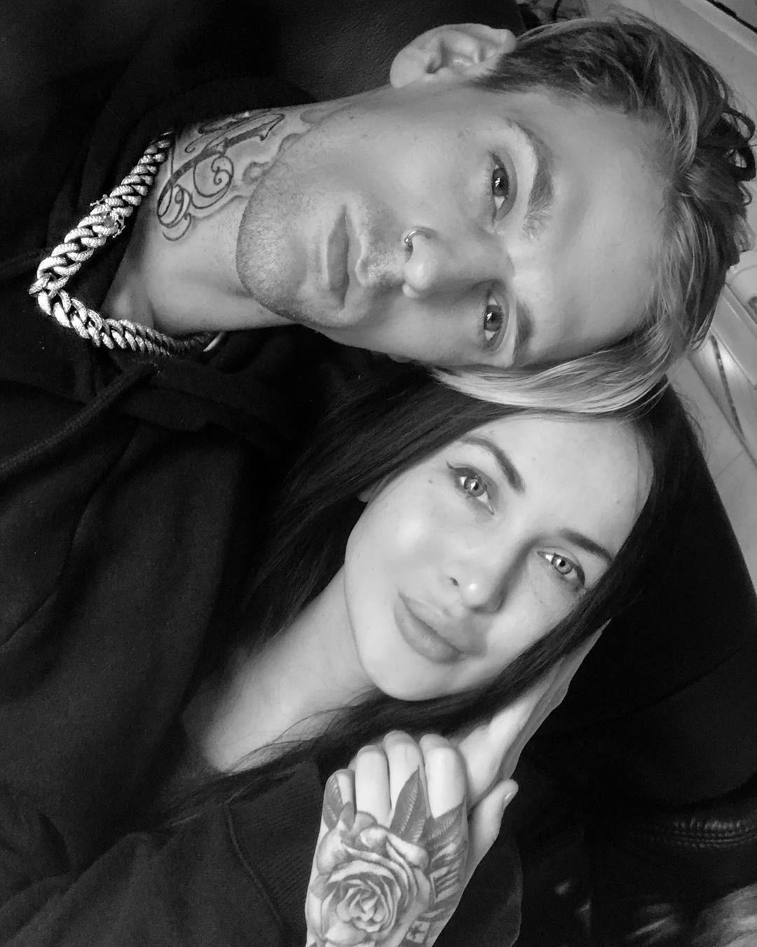 Aaron Carter e a namorada, Lina Valentina (Foto: Reprodução/Instagram)