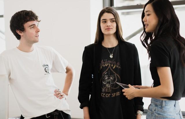 James Wood, Alexandra Micu e Estelle Chen (Foto:  Divulgação/ Shawn Brackbill)