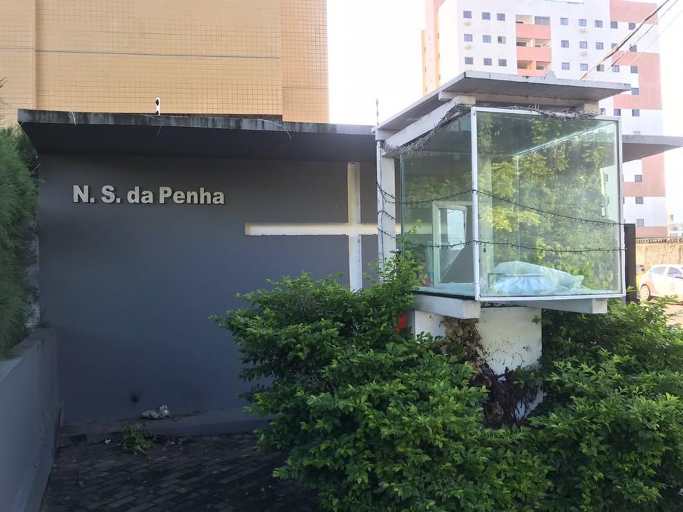 Local onde fica a imagem de Nossa Senhora da Penha amanheceu vazio nesta quinta-feira (10) (Foto: Walter Paparazzo/G1)