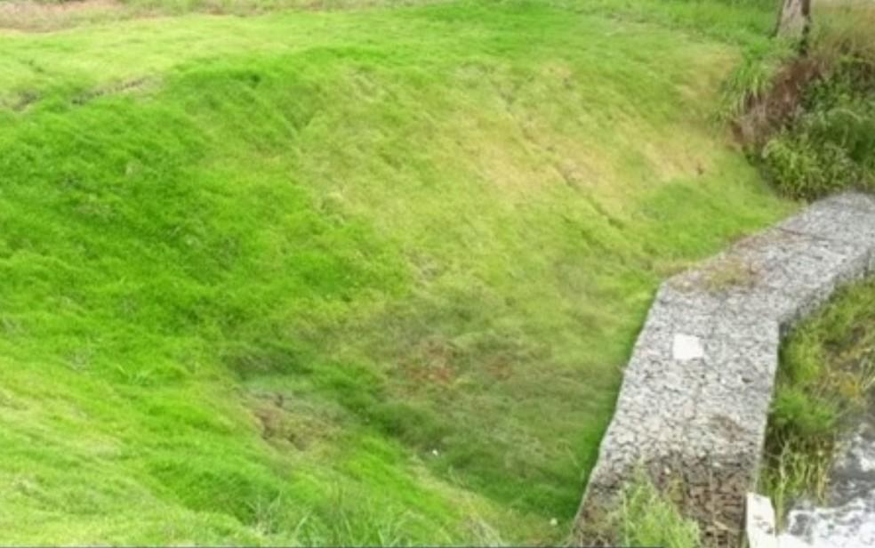 Barragem de represa particular é vistoriada por risco de rompimento em fazenda de Caldazinha Goiás — Foto: TV Anhanguera/Reprodução