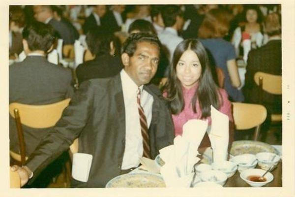 Os pais da empreendedora Sashee Chandran, que a ensinaram a fazer chá (Foto: Divulgação)