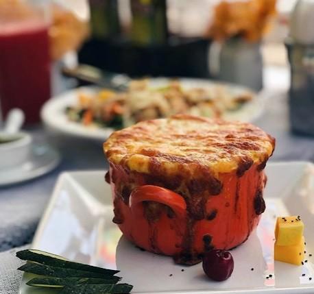 Café Moeda: escondidinho do Sertão (purê de jerimum com queijo coalho e provolone com recheio de carne de sol acebolada e cubos de queijo coalho gratinado)