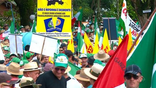 Agricultores protestam contra reforma da Previdência em Santa Rosa, RS