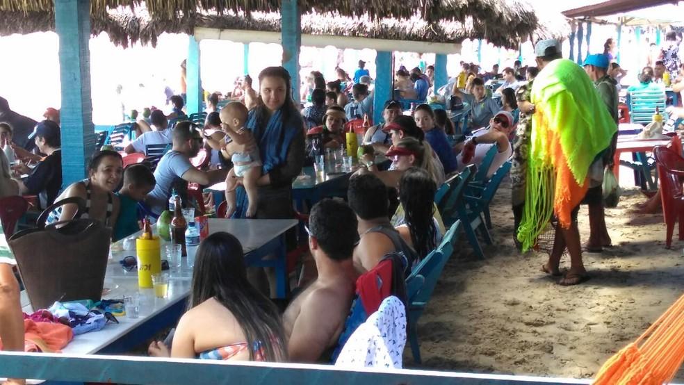 Turistas de vários estados visitam litoral piauiense (Foto: Ellyo Teixeira / G1 PI)