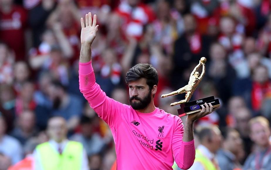 Melhor goleiro do Inglês, Alisson lamenta vice do Liverpool e mira final da Liga dos Campeões