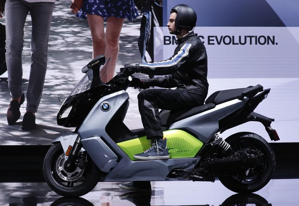 BMW C Evolution é um scooter elétrico (Foto: Jonathan Ernst/Reuters)