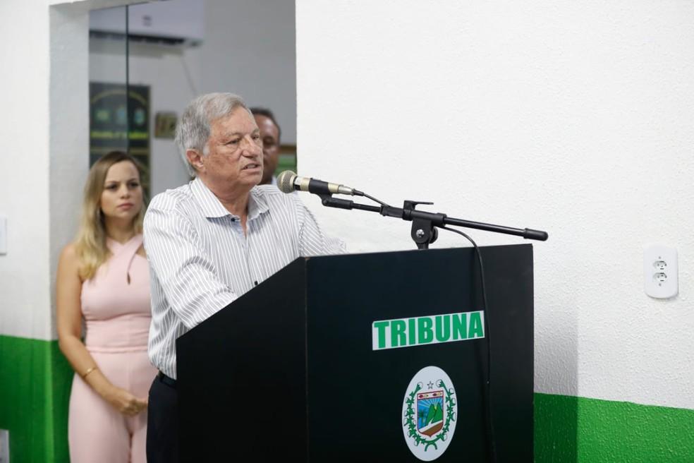 Vice-prefeito assumiu a Prefeitura de Uruburetama em solenidade nesta terça-feira (16) — Foto: JL Rosa/SVM