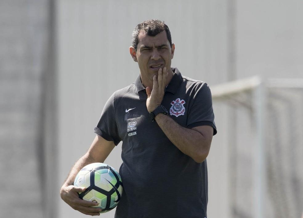 Carille diz que não é hora de pensar em mudanças no Corinthians (Foto: Daniel Augusto Jr/Ag Corinthians)