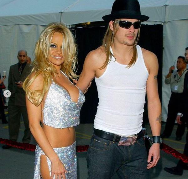 A foto de Pamela Anderson que inspirou a fantasia de Ariel Winter com o namorado (Foto: Instagram)