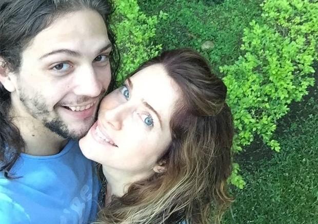 Letícia Spiller com o namorado (Foto: Reprodução/Instagram)