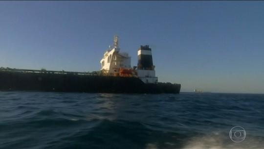 Petroleiro iraniano deixa Gibraltar rumo à Grécia; Irã adverte EUA contra interceptação
