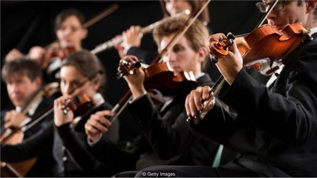 Uma peça de música clássica pode ser alterada de modo que a IA a interprete como instruções faladas (Foto: Getty Images via BBC)