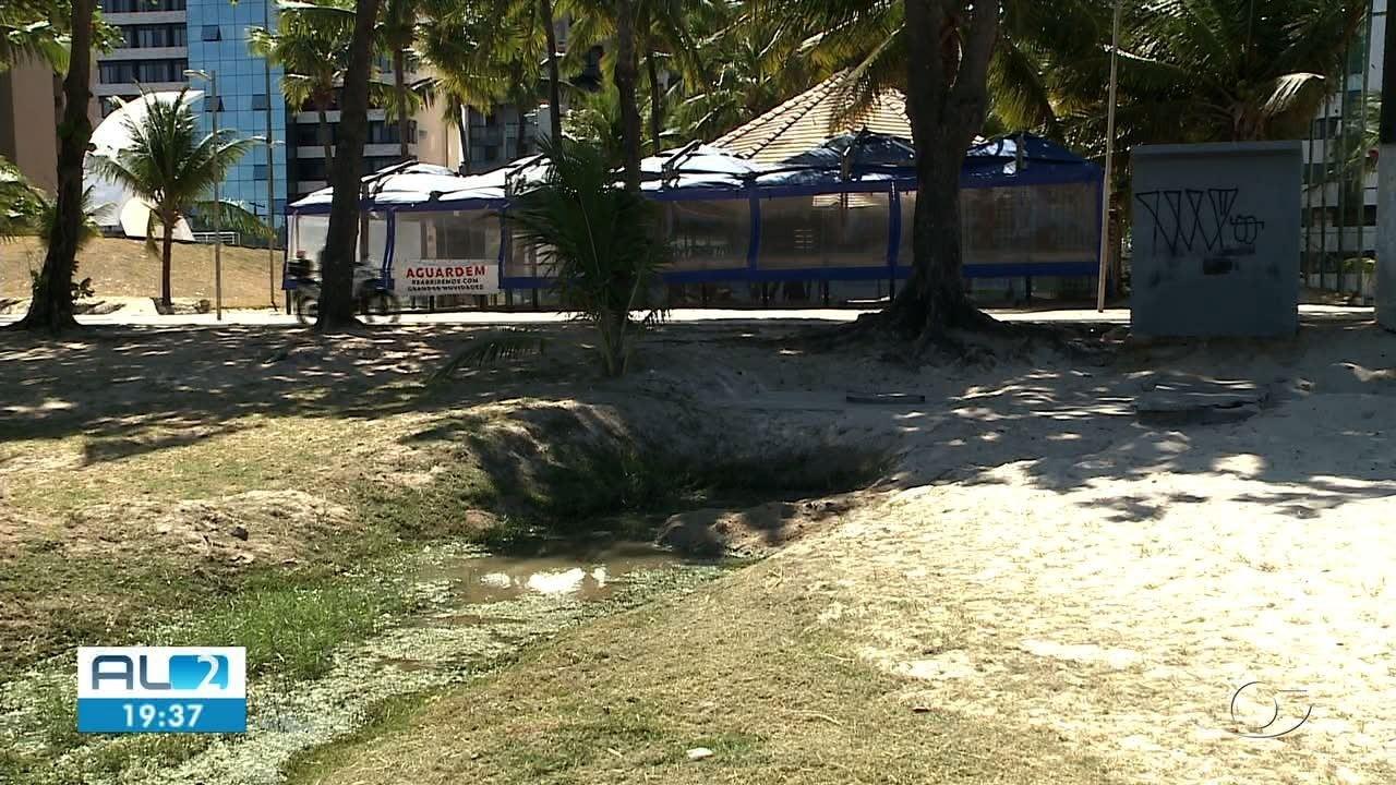 Água suja é lançada ao mar na Praia de Pajuçara
