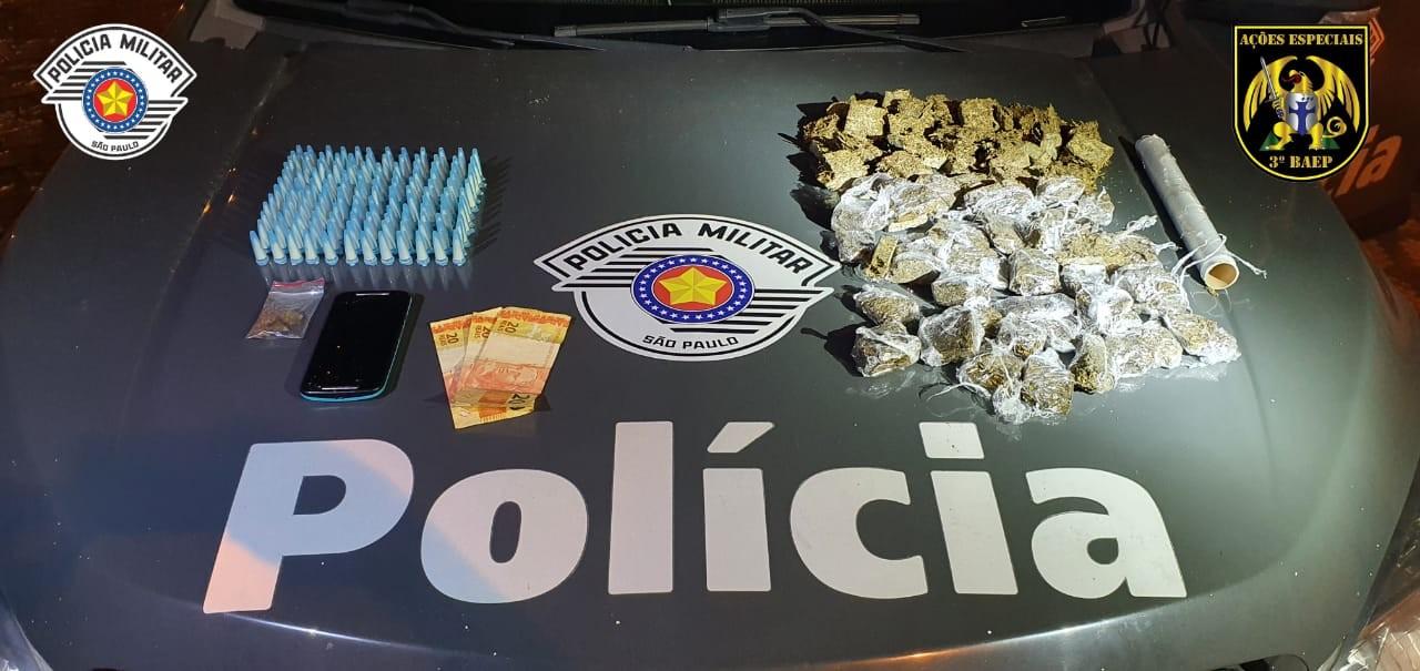 Adolescente e jovem são detidos por tráfico de drogas no Cecap em Lorena