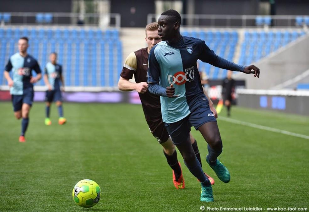 Samba Diop, zagueiro do Le Havre (Foto: Reprodução do site oficial do Le Havre)