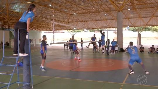 Competição na Capital resgata origem do vôlei de rua