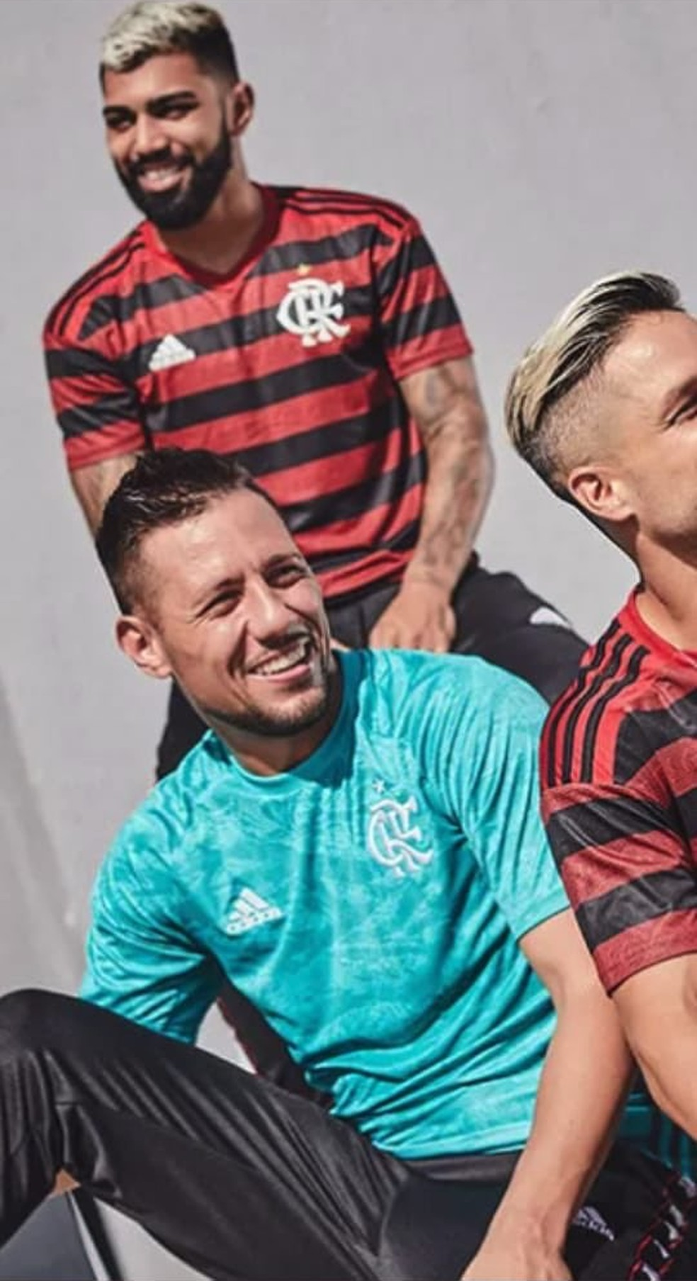 be5bef4f4d89a ... Diego Alves com a nova camisa de goleiro do Flamengo — Foto   Reprodução Twitter