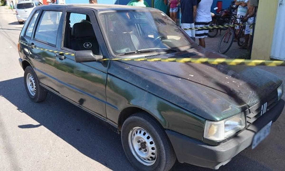 Homem é assassinado a tiros dentro de carro no Centro de São Francisco de Itabapoana, no RJ