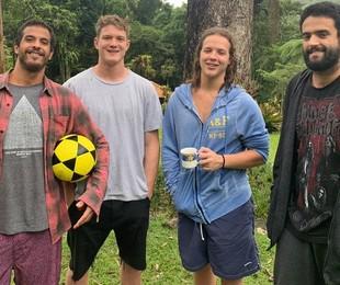 Pedro Novaes com o irmão, Diogo Novaes (à esquerda); o primo, Felipe Novaes, e o amigo Guilherme Fonseca   Arquivo pessoal