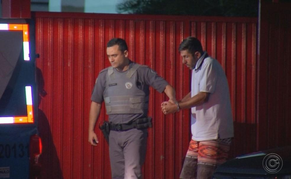 Suspeito passou por audiência de custódia nesta quarta-feira — Foto: TV TEM / Reprodução