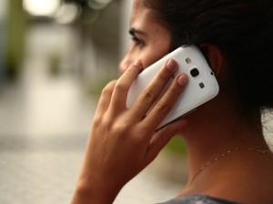 Polícia Civil diz que cerca de 10 pessoas dão queixa de roubo de celulares na Central de Flagrantes (Foto: Jonathan Lins/G1)