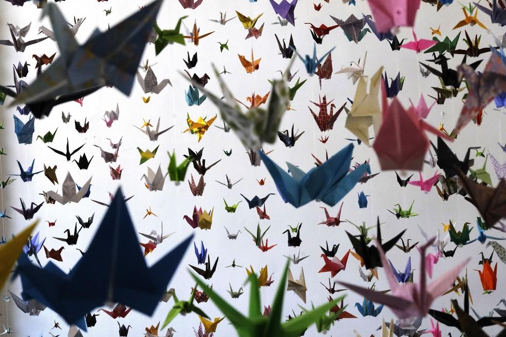 """""""Os tsurus são um símbolo tradicional japonês de carregar a alma para o céu"""", diz Funderburk — Foto: AP Photo/Richard Vogel"""