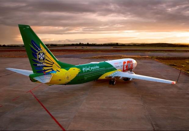 Aeronave Canarinho, estilizada pela Gol para a Copa, irá transportar os passageiros de Fortaleza para São Paulo e ter a partida transmitida em seu sistema de entretenimento (Foto: Divulgação)