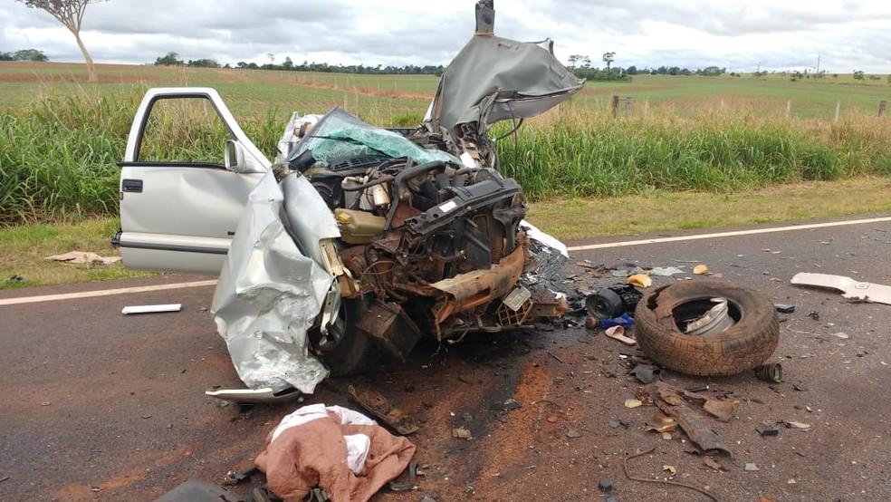 A camionete que o vereador de Eldorado (MS) dirigia ficou destruída. — Foto: Polícia Civil/Divulgação