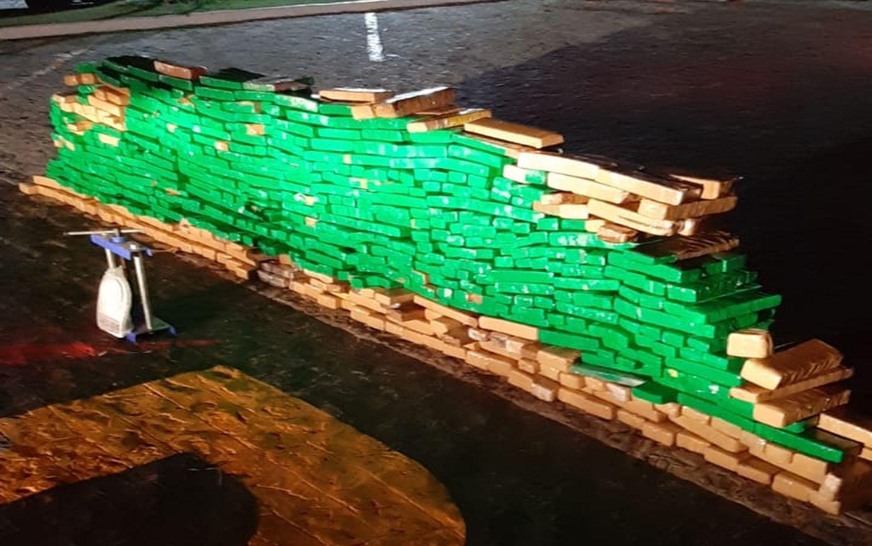 Polícia apreende meia tonelada de maconha em caminhão em Sergipe