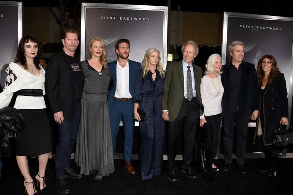 O ator Clint Eastwood com alguns dos filhos (Foto: Getty Images)