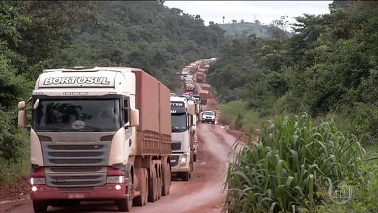 Caminhoneiros não conseguem levar grãos ao porto de Miritituba, no Pará, pela BR-163