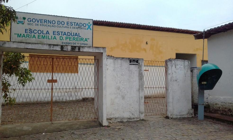 Escola Estadual Maria Emília Duarte Pereira, em Macaíba, foi alvo de assalto nesta quinta (1º) (Foto: Cedida)