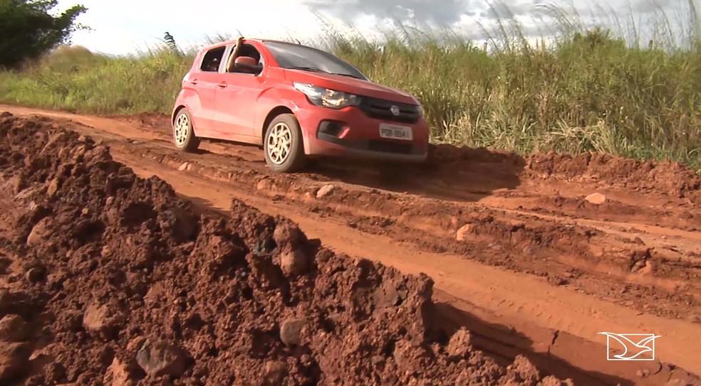 Motorista enfrenta dificuldade ao trafegar pela BR-316 no Maranhão — Foto: Reprodução/TV Mirante
