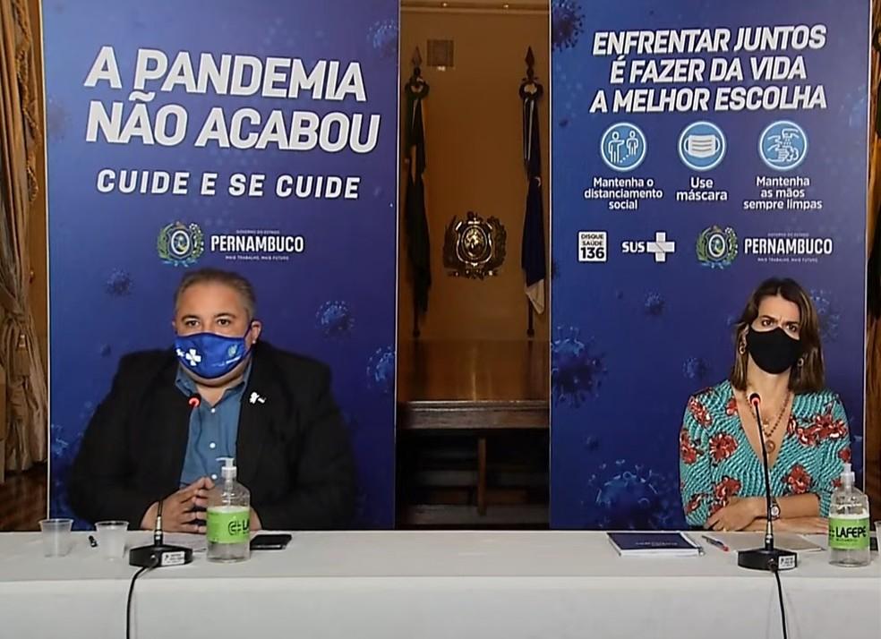André Longo e Ana Paula Vilaça anunciaram novo avanço no plano de convivência com a Covid-19 — Foto: Reprodução/Youtube