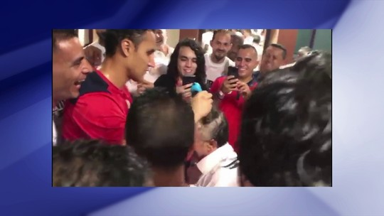 Promessa cumprida: Navas raspa a cabeça de técnico da Costa Rica