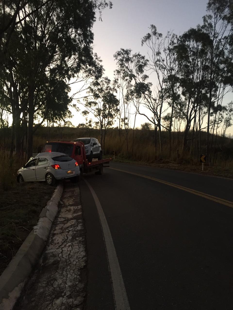 Mulher morre após bater carro em caminhão na MGC-354, entre Vazante e Lagamar