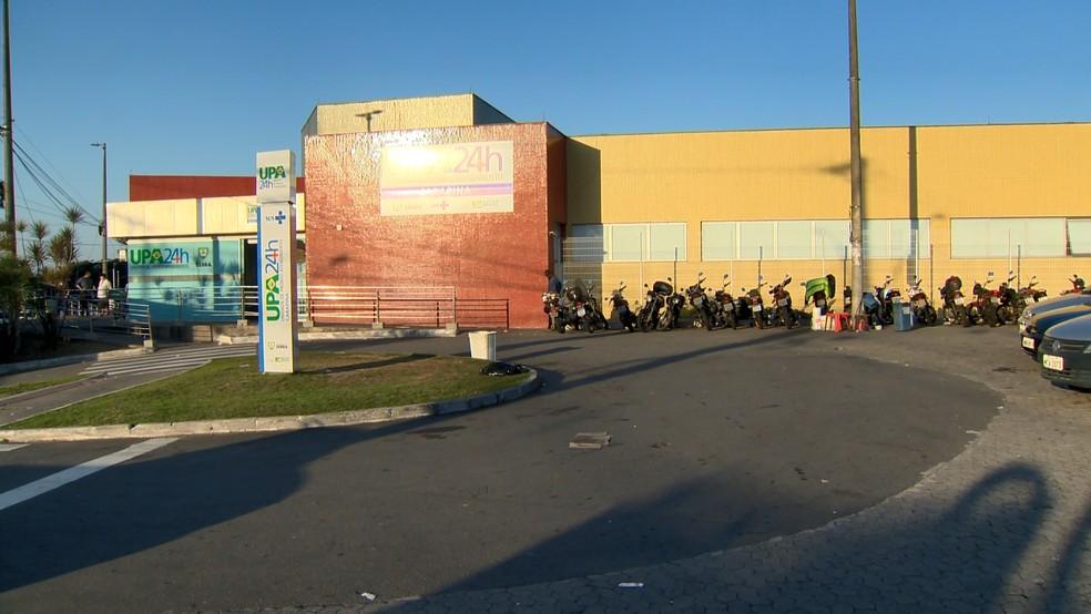 Duas das três vítimas foram levadas para a UPA de Carapina, na Serra — Foto: Fernando Estevão/ TV Gazeta