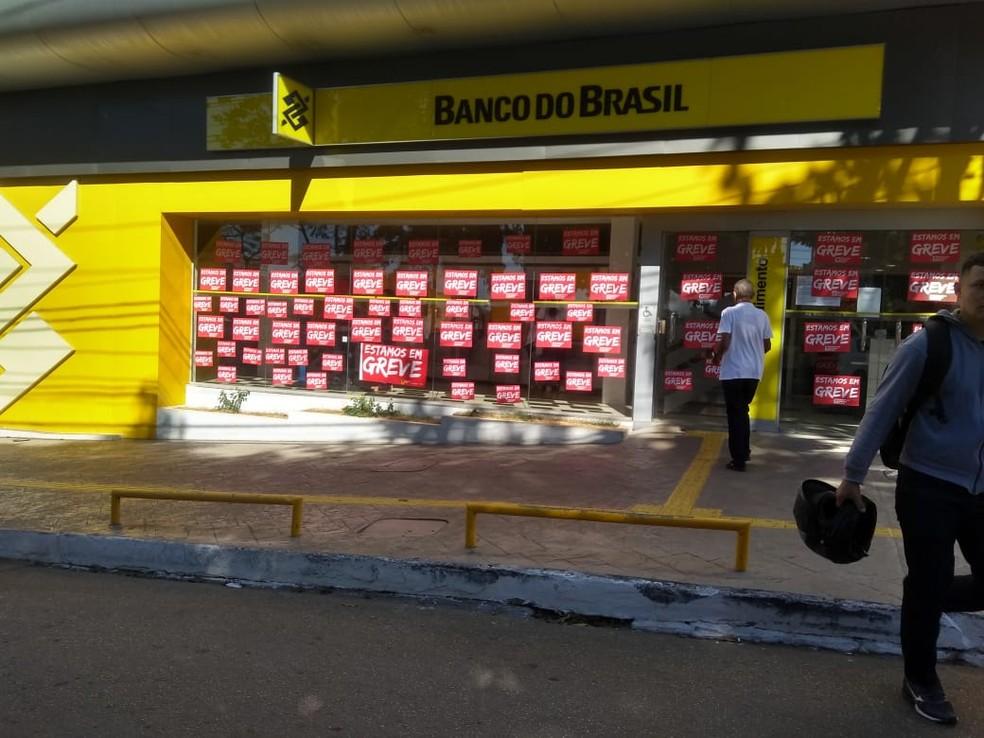 Agências bancárias estão fechadas na capital acreana  — Foto: Alcinete Gadelha/G1
