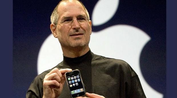 Steve Jobs durante a apresentação do primeiro iPhone (Foto: Reprodução Youtube)