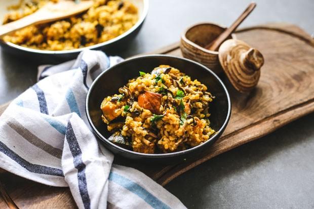 Risoto vegano de cogumelos e abóbora: aprenda receita saudável (Foto: Simplesmente)