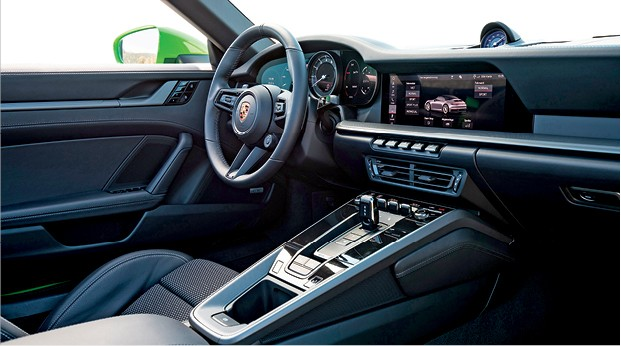 Porsche 911 Carrera S Cabriolet - Foco no motorista: Todos os comandos são voltados para quem dirige (Foto: Divulgação)