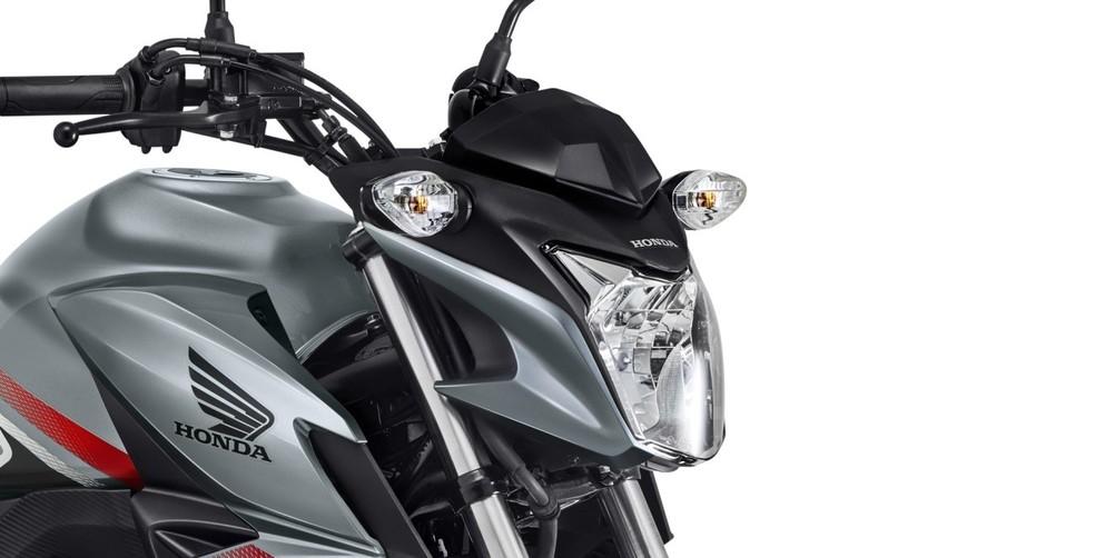 Moto mantém suas linhas robustas, mas como novos grafismos  (Foto: Divulgação)