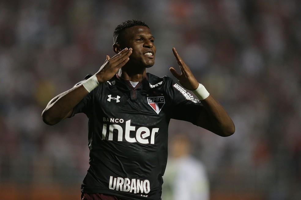 Arboleda comemora gol contra a Chapecoense (Foto: Paulo Pinto/saopaulofc.net)