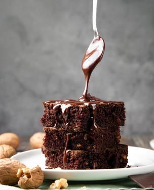 Aprenda a fazer o bolo de chocolate mais fofinho do mundo
