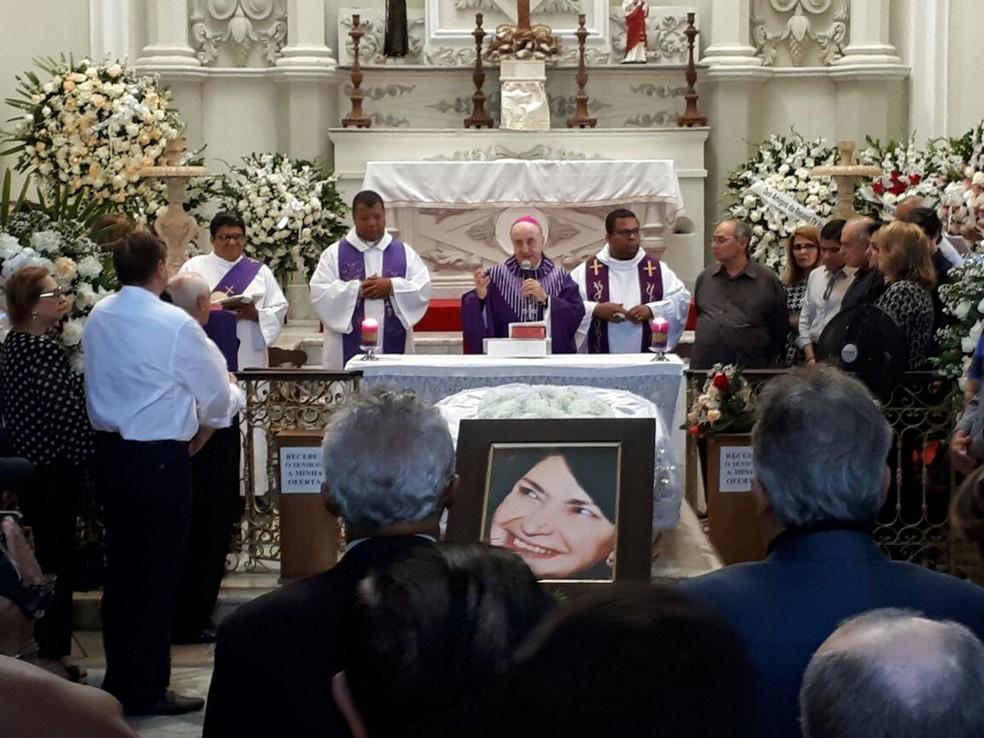 Dom Murilo Krieger presidiu missa de despedida no Cemitério Campo Santo, em Salvador (Foto: Jéssica Smetak/TV Bahia)