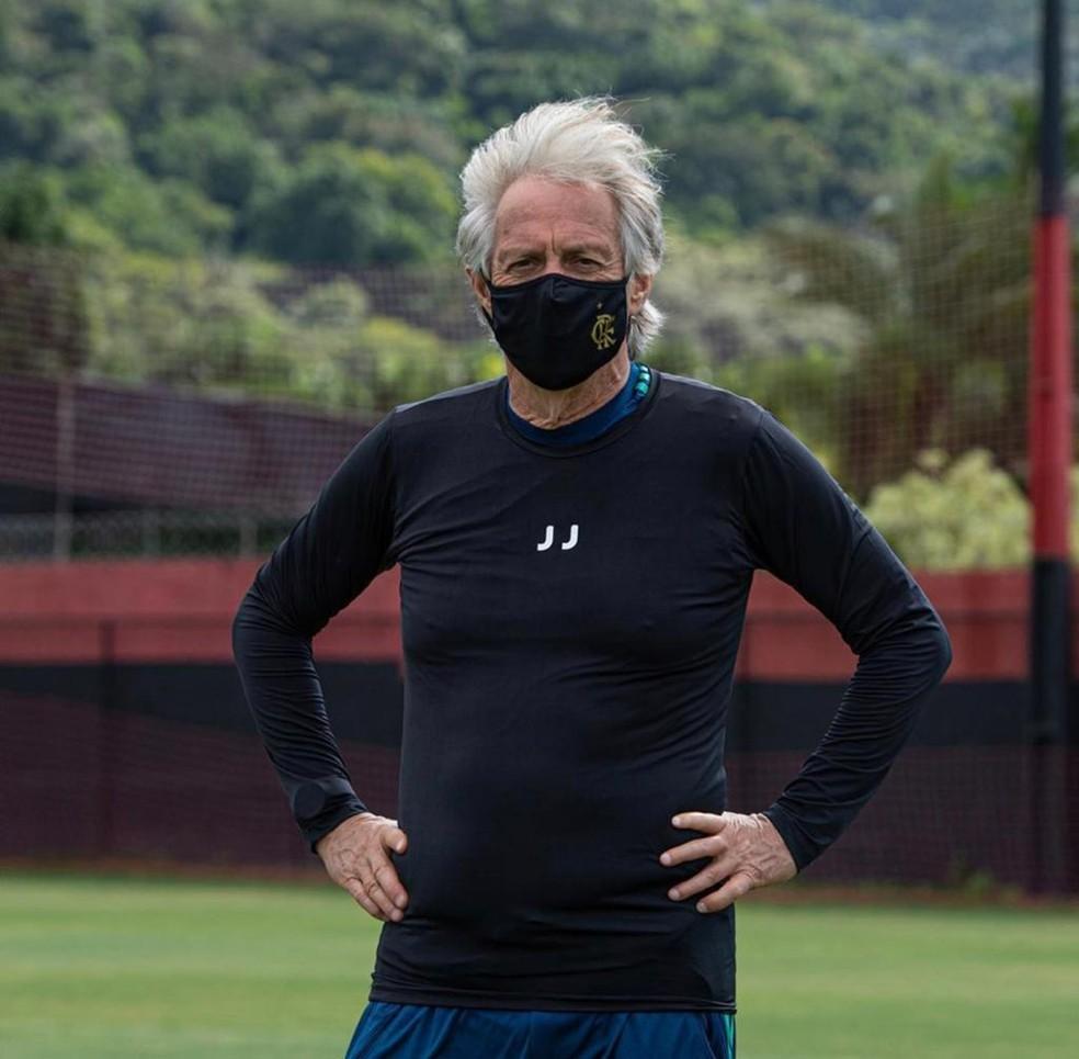 Jorge Jesus em treinamento do Flamengo no Ninho já durante a pandemia de coronavírus — Foto: Alexandre Vidal / CRF