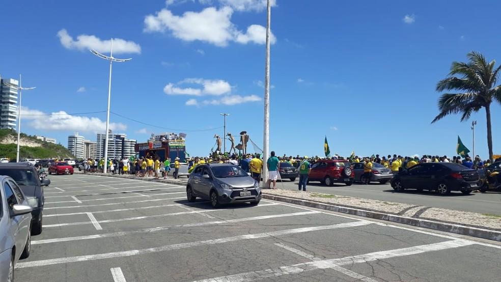 SÃO LUÍS, 11h20: manisfestantes seguiram em carreata até o Palácio dos Leões — Foto: Elbio Carvalho/TV Mirante